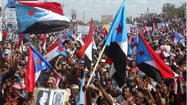 صورة أرشيفية لاحتجاجات في الجنوب مطالبة بالانفصال مع رفع أعلام جنوب اليمن