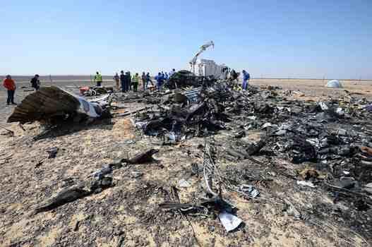 حطام الطائرة بعد سقوطها