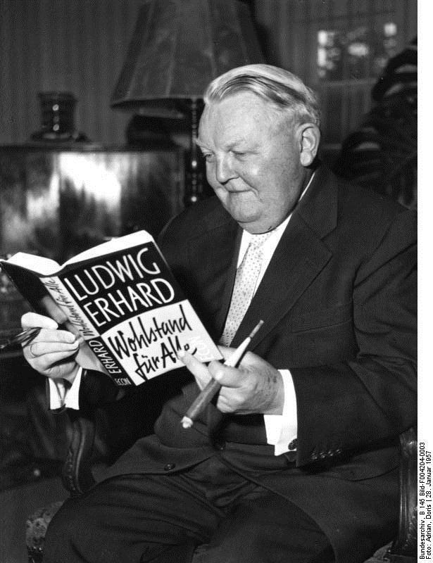 """لودفيغ إيرهارت 1957 ماسكا كتابه """"الرخاء للجميع"""""""