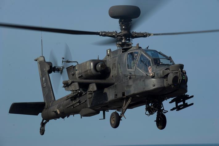 تسلمت مصر 10 طائرات أباتشي من الولايات المتحدة بعد أكثر من عام على تعليق المساعدات لمصر
