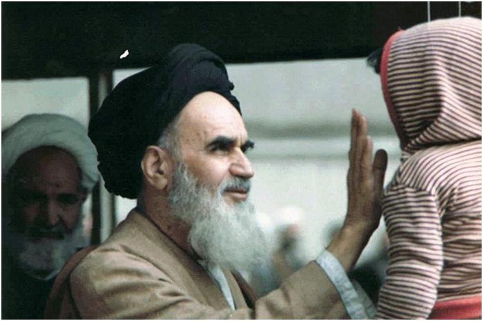 كان الخميني يعتبر السلاح النووي محظورًا بموجب الاخلاق والفقة الإسلامي