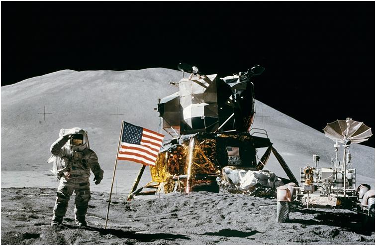 مركبة فضائية إلى القمر