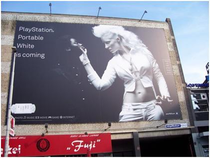الإعلانات العنصرية