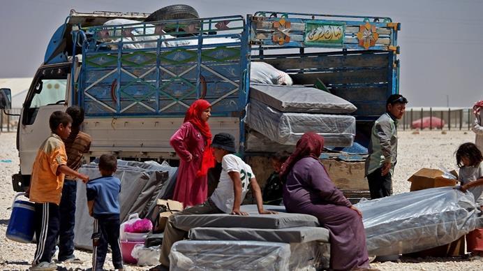 لاجئون فلسطينيون فارون من الصراع السوري