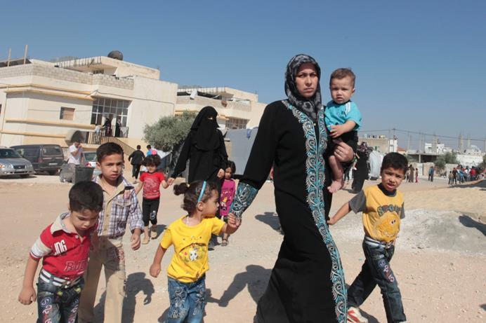 لاجئة فلسطينية في مخيم