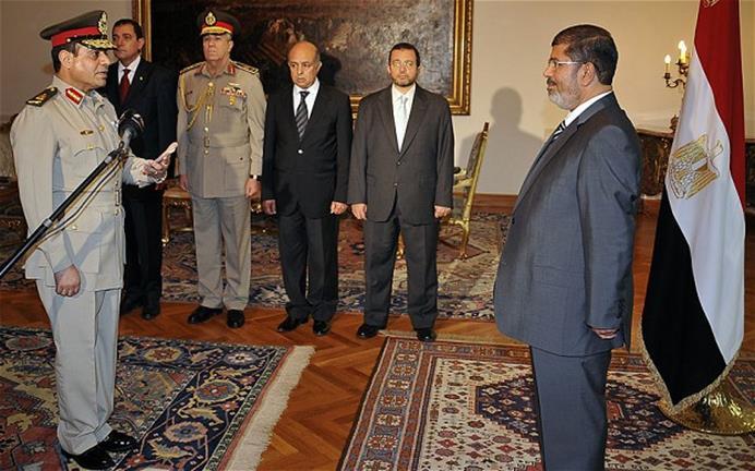 السيسي يؤدي القسم أمام الرئيس السابق