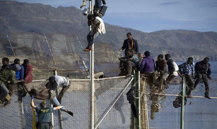 مهاجرون غير شرعيون يقتحمون السياج الحدودي بين المغرب والمدينة المحتلة سبتة