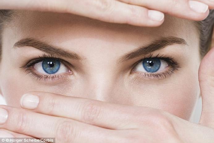مر ن عضلات عينيك في 9 تدريبات سريعة ساسة بوست