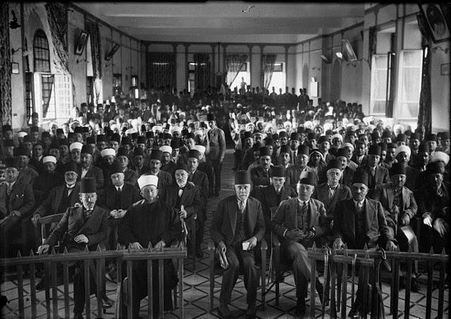 وفد المتظاهرين العرب ضد السياسة البريطانية في فلسطين سنة 1929 ويظهر الحاج أمين الحسيني في المقدمة