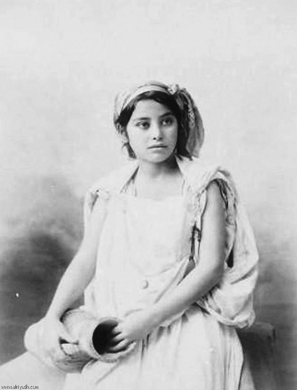 فتاة جزائرية من عائلة إرستقراطية سنة 1834، مصدر الصورة (جريدة الرياض)