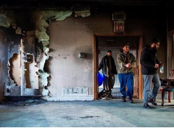 مسجد السلام من الداخل بعد إضرام النيران فيه المصدر: هافينغتون بوست عربي