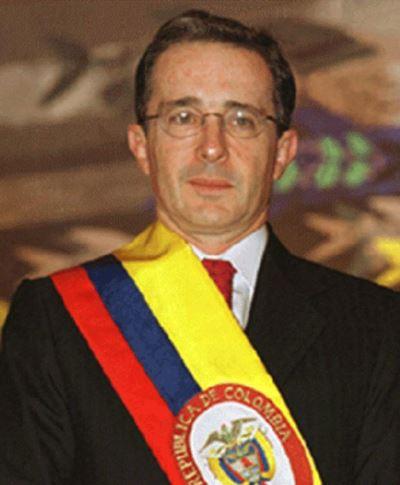 ألفارو أوريبي، الرئيس الكولومبي السابق.