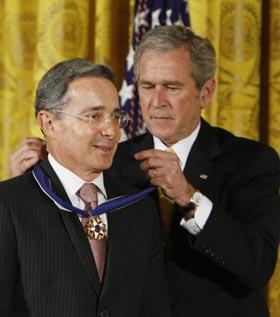 صورة أرشيفية مع الرئيس جورج بوش الابن.