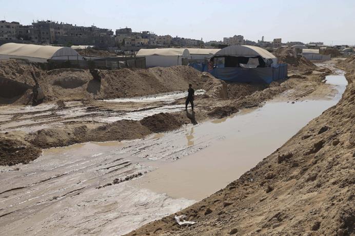 إنشاء قناة مائية مصرية على الحدود مع رفح