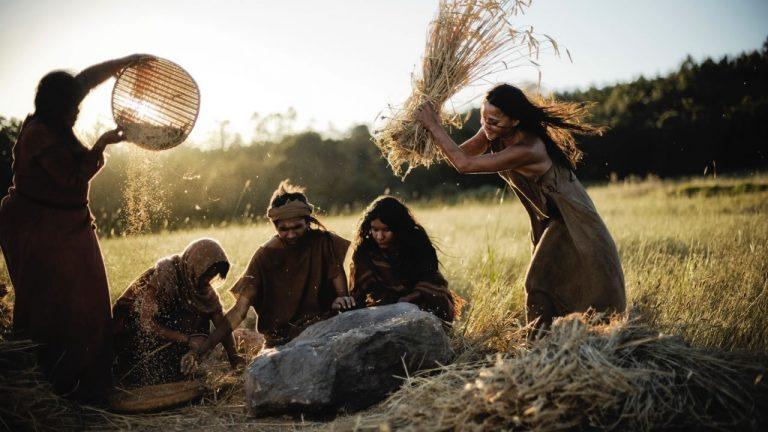 عِش 200 ألف سنة في بضع ساعات.. وثائقيات تحكي لك تاريخ البشرية منذ البداية