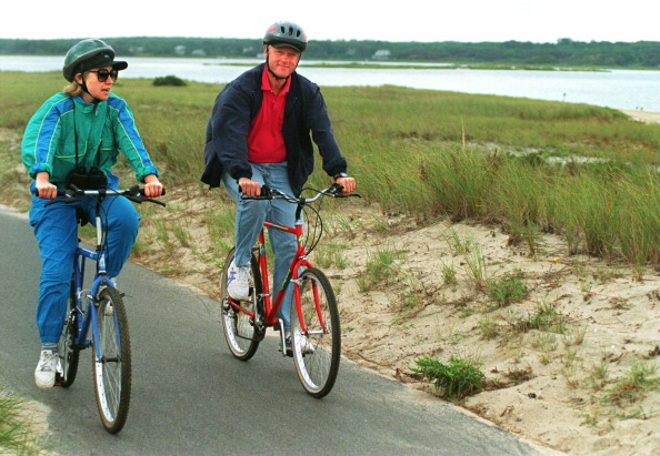 President Clinton And Family On Vacation On Martha's Vineyard