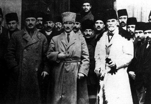 بدأ أتاتورك بعد الحرب العالمية الأولى حربه ضد الاستعمار، الصورة عام 1919