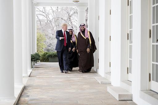 «إن بي سي»: مسؤولون أمريكيون: محمد بن سلمان يحتجز والدته