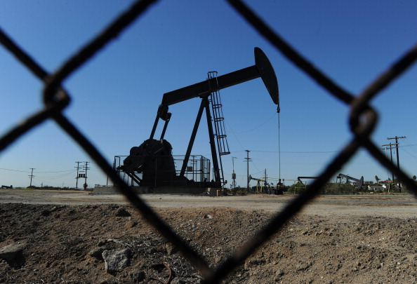 FILE-US-THEME-OIL