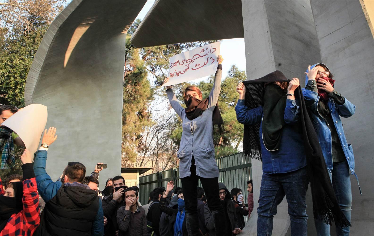 171230-iran-protest-2-ew_edd4f085896f00c