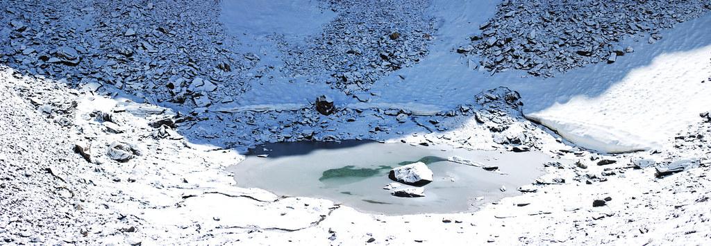 بحيرة الهياكل العظمية في الهند.