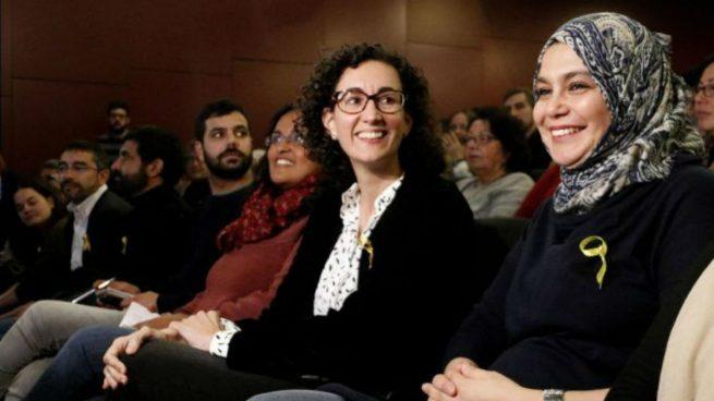 التقت نجاة دريوش بالسياسية مارتا روبيرا سكرتيرة الحزب العامة قبل خمسة أعوام تقريبًا- مصدر الصورة