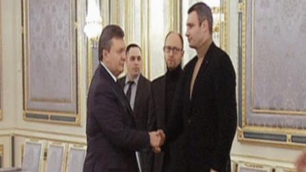 كليتشيكو بصحبة الرئيس يانكوفيتش