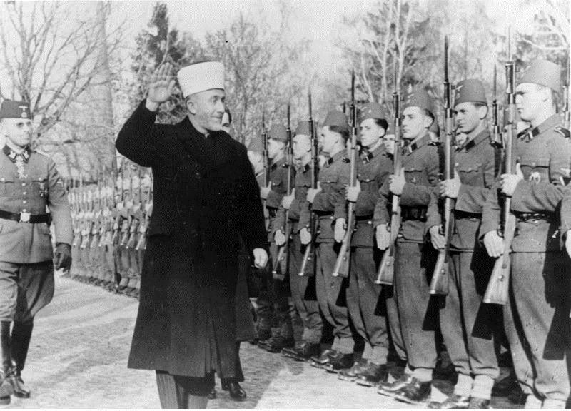 الحاج أمين الحسيني يحيي قوات الفيلق الثالث عشر النازية
