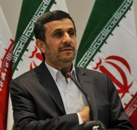 فور وصوله للحكم أعلن نجاد استئناف إيران النشاطات النووية