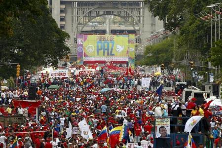مسيرات لأنصار رئيس فنزويلا لاستعراض القوة واستمرار احتجاجات المعارضة