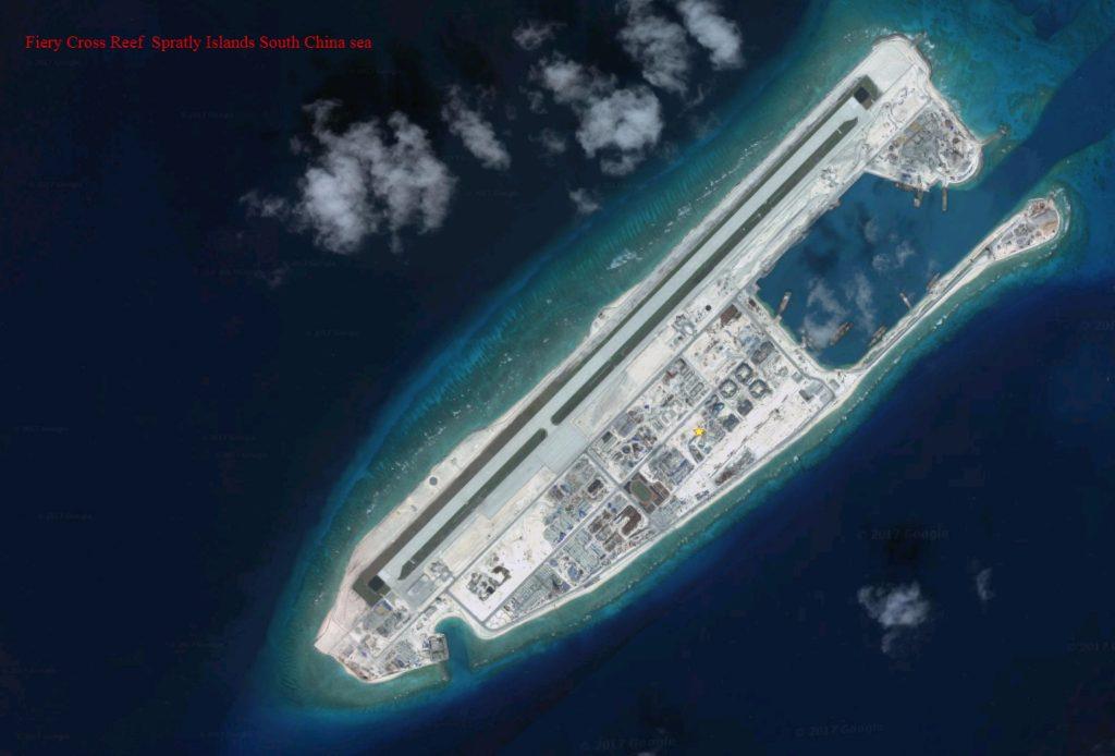 إحدى الجزر الاصطناعية الصينية في بحر الصين الجنوبيّ، وتظهر فيها قواعد عسكرية.
