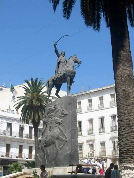 تمثال الأمير بالجزائر.