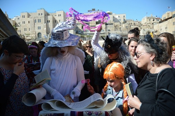 JERUSALEM, ISRAEL - 2015/03/06: Women wears costumes on the second day of Purim. The women of the wall gathered at the Western Wall in Jerusalem to read the Megillah, a role traditionally forbidden for women. The group has been promoting the right for women to read the Jewish sacred books. (Photo by Laura Chiesa/Pacific Press/LightRocket via Getty Images)