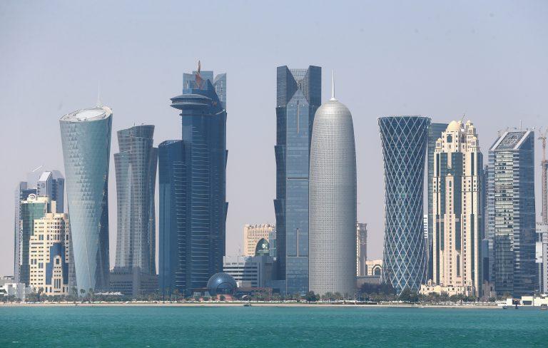 قطر تواجه حربًا مصرفية شرسة.. هل سيصمد جهازها المصرفي؟