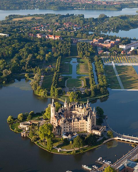 480px-Schwerin_Castle_Aerial_View