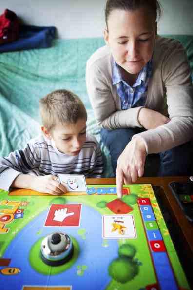 عشر نصائح عملية للتعامل مع الأطفال في أوقات الحروب والأزمات