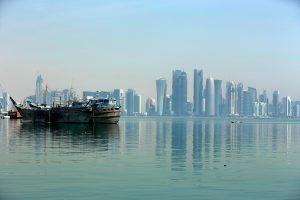 كل ما قد تريد معرفته عن الرابحين والخاسرين اقتصاديًّا من الأزمة الخليجية