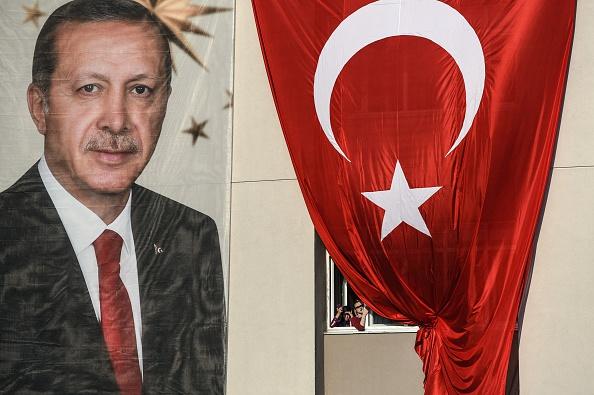 على صفيح ساخن: تطورات مشهد سياسي عاصف في تركيا قبيل الانتخابات البرلمانية