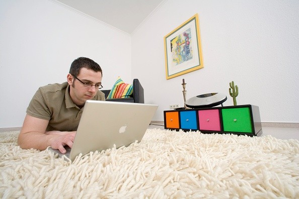 (GERMANY OUT) Young man working at the laptop at home - 22.03.2009 (Photo by Classen/ullstein bild via Getty Images)