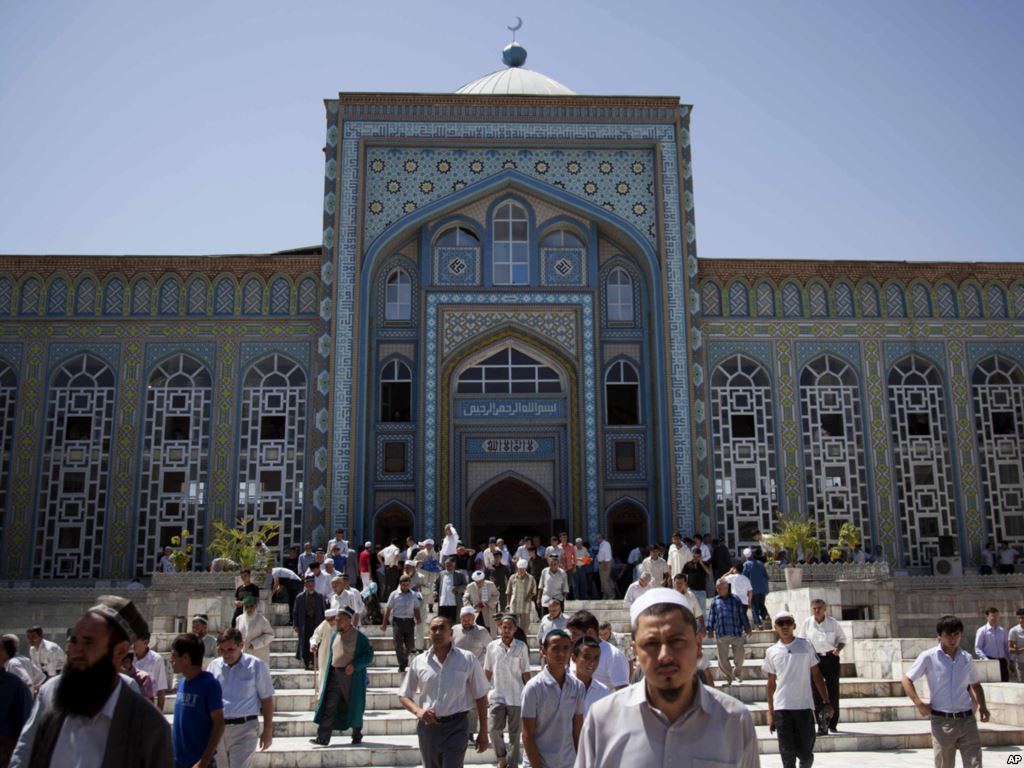 المسجد الرئيسي في دوشانبي، طاجيكستان (AP / تيودور كاي)