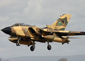تحدثت تقارير عن ضرب مواقع للحوثيين من قبل القوات السعودية باستخدام طائرات F15 وتورنادو