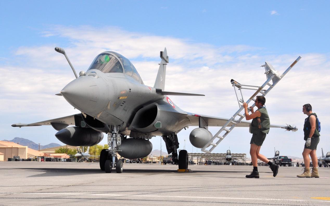 طائرة رافال مقاتلة فرنسية متعددة المهام