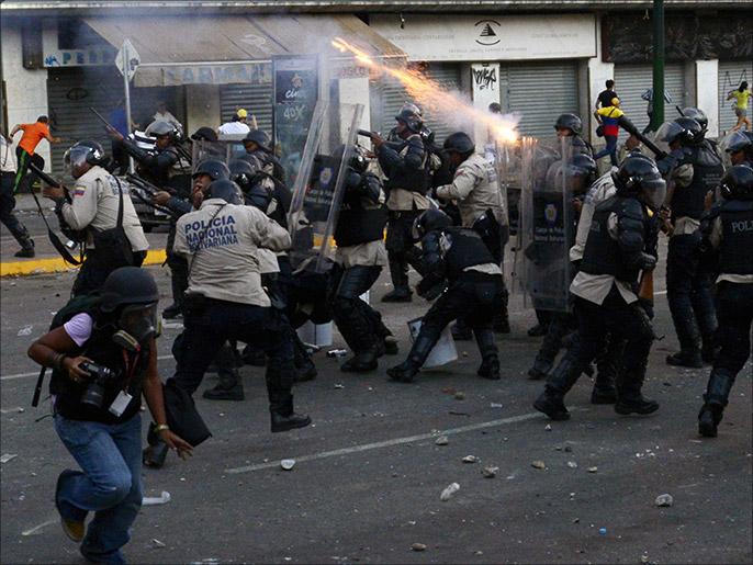 وتعاملت الشرطة بعنف مع المظاهرات المعارضة للرئيس.