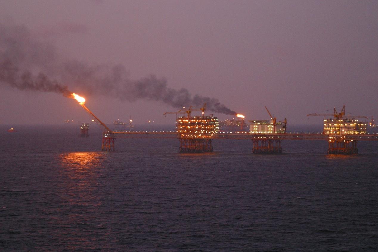 يعتبر النفط اقتصادًا ريعيًّا، لإذا لم يتم استخراجه وتكريره من الدول المنتجة له
