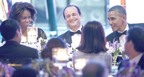 """الرئيس الفرنسي يحضر الحفل الذي أقيم على شرفه بالبيت الأبيض """"أعزبًا""""."""