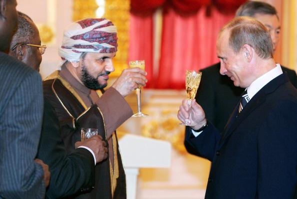 Russia's President Vladimir Putin (L) an