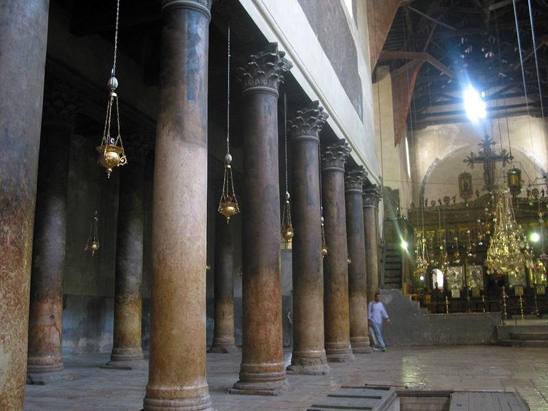 كنيسة المهد من الداخل