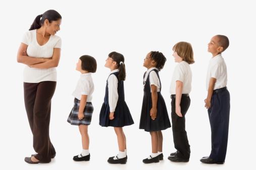 مترجم: حوار حول كيف تربي أطفالك بدون ضربهم - ساسة بوست