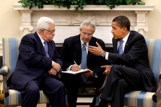 صورة أرشيفية للرئيس الفلسطيني محمود عباس خلال اجتماع له مع أوباما