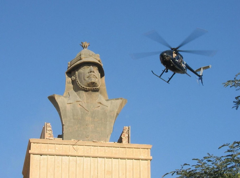 Blackwater_Little_Bird_over_Republican_Palace,_Baghdad